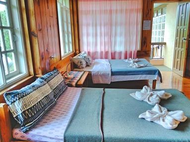 inandakos-family-room1